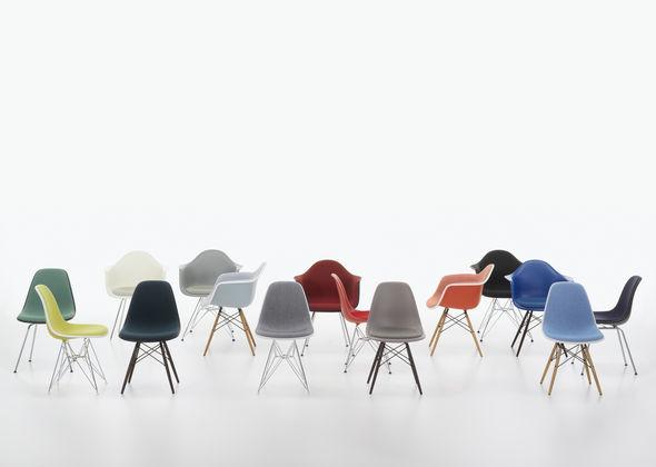 Eames Stoel Kussen : Gast de eames plastic chairs blijven zich vernieuwen bigbrands